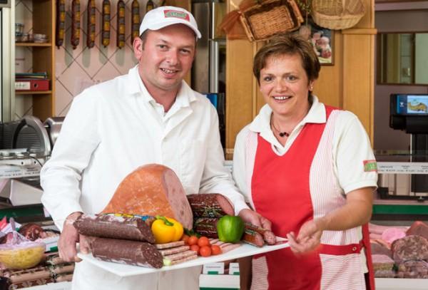 Freuen sich über die prämierten Produkte: Geschäftsführer Christian Strohmayr und Margit Führer